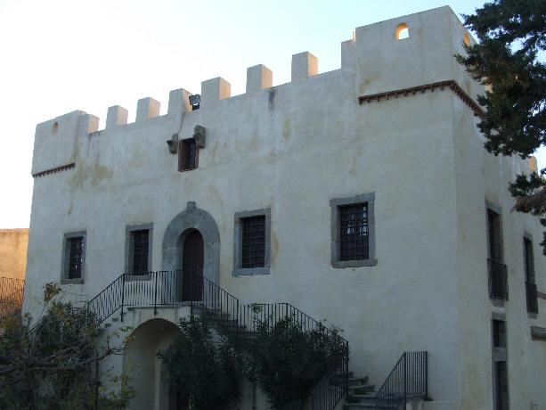 capo d 39 orlando lo storico castello bastione nella contrada piscittina. Black Bedroom Furniture Sets. Home Design Ideas